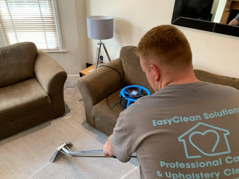 cleaning carpets using hot water extraction